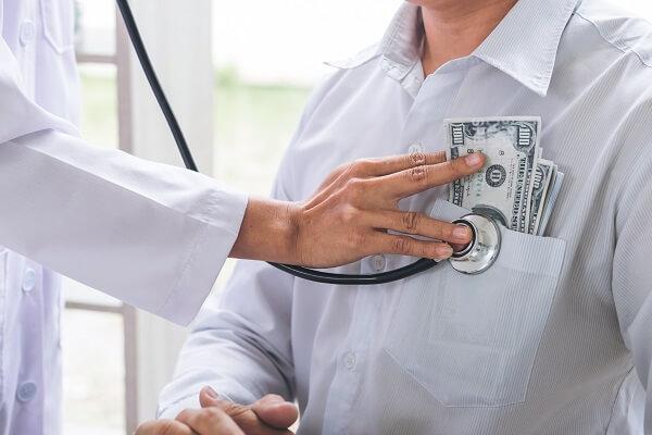 doctor receiving corruption money
